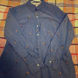 Old Navy women's parrot button down shirt.